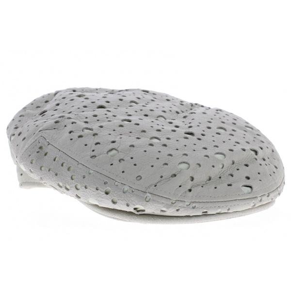 Dans la gamme du béret blanc homme de Traclet, cette casquette en cuir à petit prix…